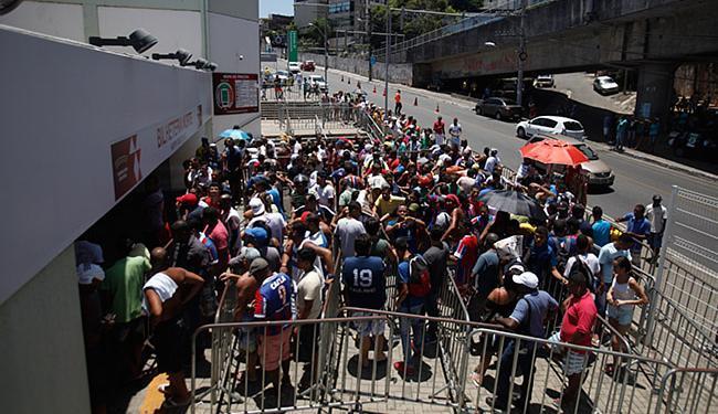 Torcedores fizeram fila nos guichês da Fonte Nova para garantir sua entrada. Foto: Divulgação