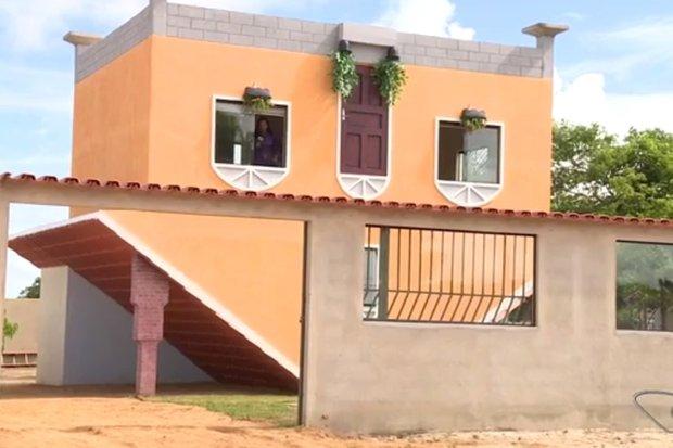 """Apesar de parecer anormal por fora, a casa - que fica em São Mateus, no Espírito Santo - é """"normal"""" por dentro . Foto: Divulgação"""