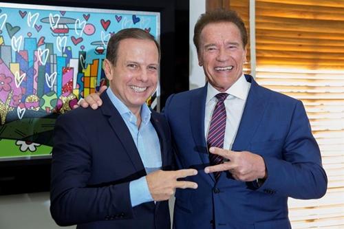 Ator representa ONG que trabalha a questão da sustentabilidade nas cidades. No domingo, Schwarzenegger pedalou na ciclovia da Berrini até o Parque do Povo. Foto: Divulgação